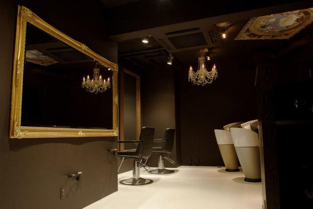 西荻窪の隠れ家美容室リビングの店内 2